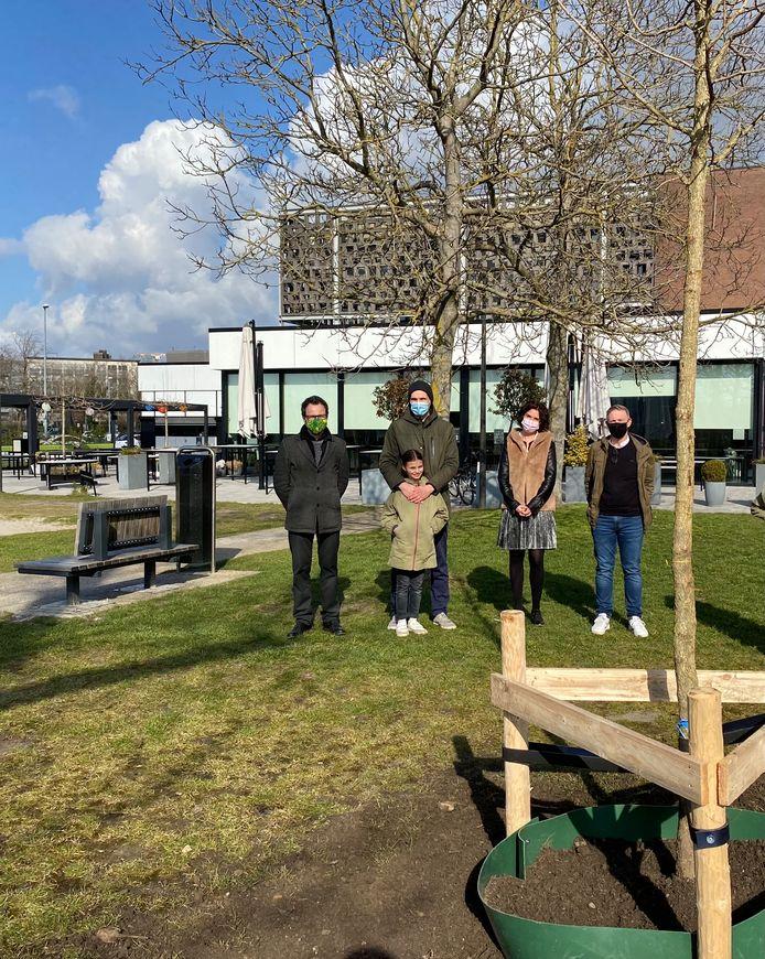 Stad Hasselt plant samen met de familie van overleden mama Nele Leeten bomen voor Nele, en voor overleden juf An.