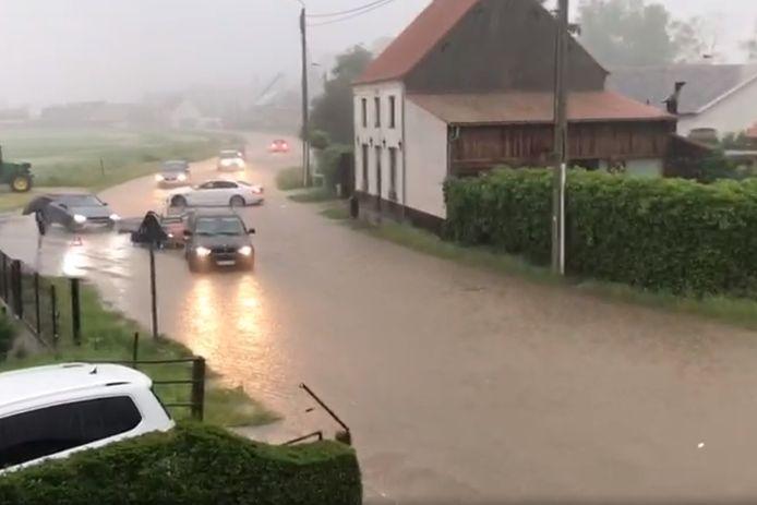 De Suikerstraat in Lede kwam onder water te staan.