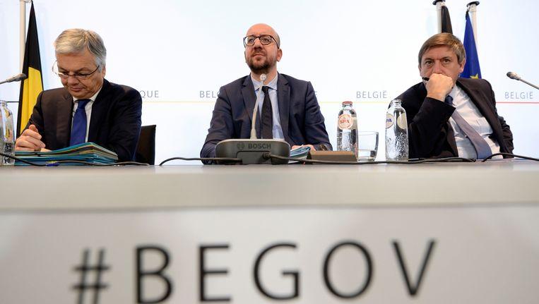 Minister van Buitenlandse Zaken Didier Reynders (MR), premier Charles Michel (MR) en minister van Binnenlandse Zaken Jan Jambon (N-VA). Beeld PHOTO_NEWS