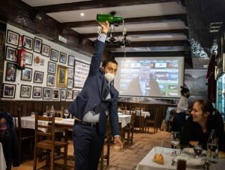 Zelfs corona krijgt Madrilenen niet vroeger aan tafel