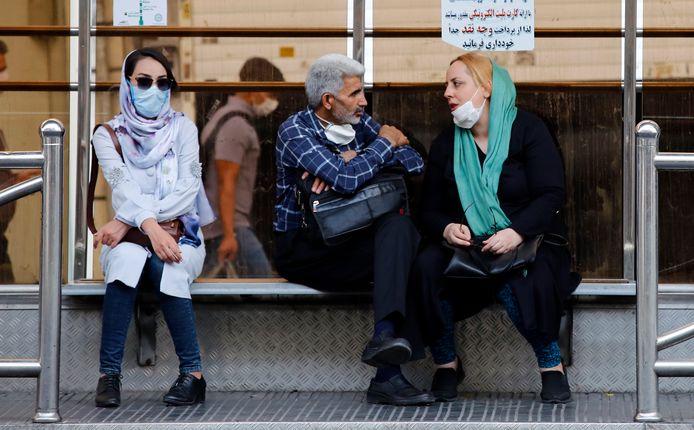 Het aantal besmette personen in Iran blijkt ook bijna het dubbele van de officiële cijfers: 451.024 tegenover 278.827.