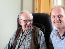 Eindhovense opa in gesprek met kleinzoon: 'Jij ging kijken bij de vuurlinie?! Verrekte gek!'