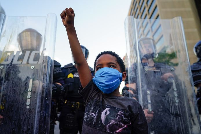 Een jonge demonstrant in Atlanta.