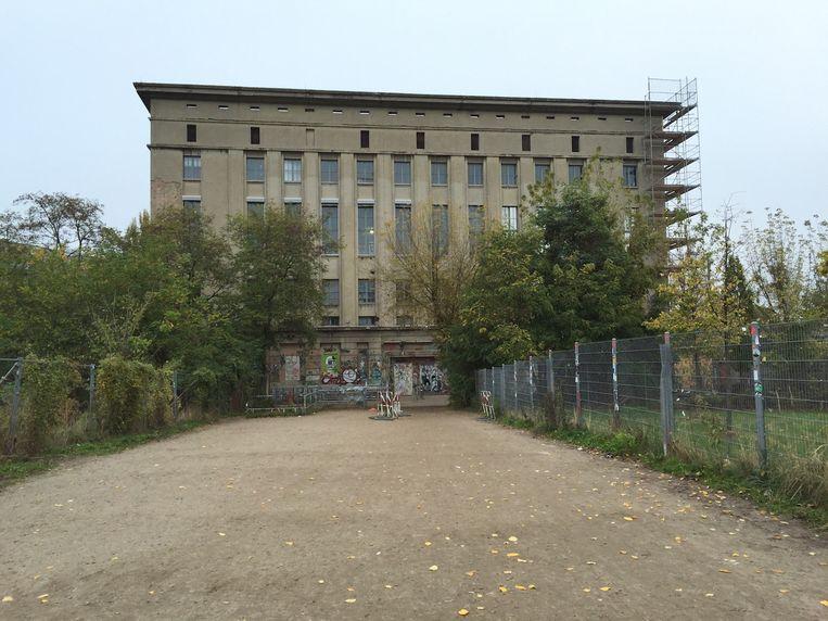 Technoclub Berghain in de wijk Friedrichshain-Kreuzberg in Berlijn: uithangbord van het clubtoerisme in de stad.  Beeld RV