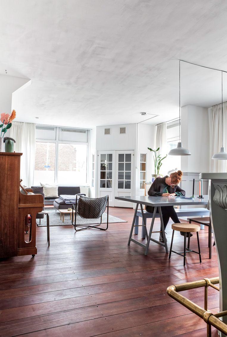 De woonkamer is multifunctioneel en wordt geregeld gebruikt als fotostudio of pop-up shop. Beeld Henny van Belkom