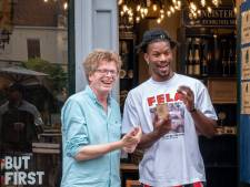 'Hoog' bezoek voor koffiezaak Roemar in Deventer; NBA-ster komt speciaal langs voor een bakkie