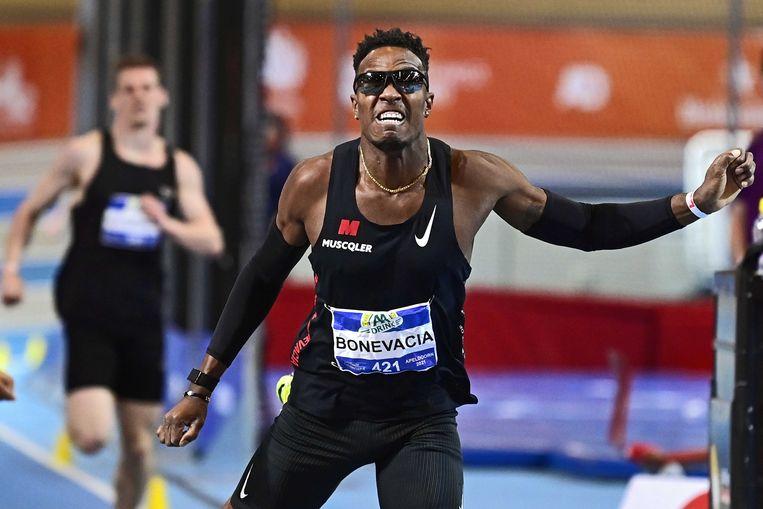 Als eerste Nederlander duikt Liemarvin Bonevacia op de 400 meter onder de 46 seconden, op de NK indoor. Beeld ANP