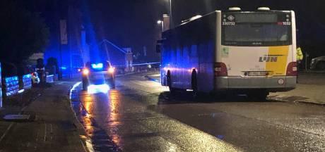 Un adolescent descend d'un bus et se fait faucher par une voiture: son état est critique