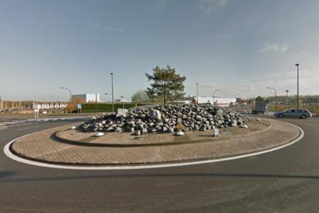 De rotonde in Gosselies waar het dodelijk ongeval plaatsvond.