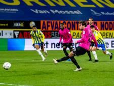 Scheidsrechter Van der Eijk na extreem late penalty: 'Ik had moeten gaan kijken, dit was geen strafschop'