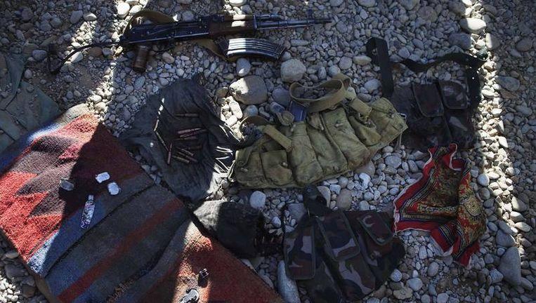 Van de Taliban in beslag genomen spullen Beeld reuters