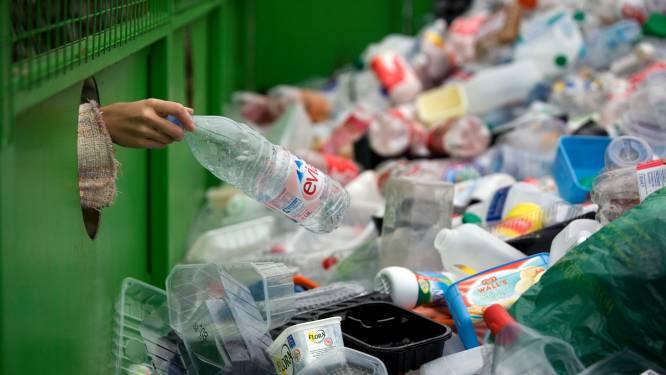6 op de 10 Belgen vinden dat we te veel plastic gebruiken, maar leggen de verantwoordelijkheid bij fabrikanten