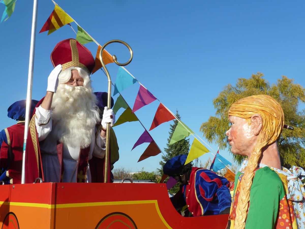 Sinterklaas en reus Mie Potlood.