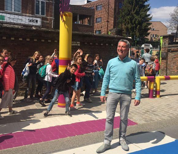 Schepen Peeters en de kinderen maakten samen een 'gaybrapad'