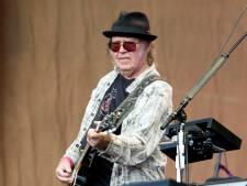 Neil Young roept op tot verbod op concerten vanwege pandemie