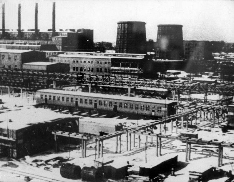 De fabriek van IG Farben in Auschwitz. Dirk Verhofstadt: 'Hoe meer Joden de Duitsers vergasten, hoe meer winst het concern maakte en hoe meer dividenden de aandeelhouders kregen.' Beeld BELGAIMAGE