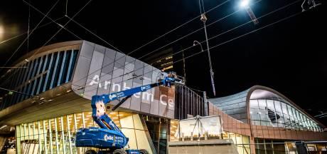 Daar komen dan eindelijk de letters: nachtwerk aan Arnhem Centraal