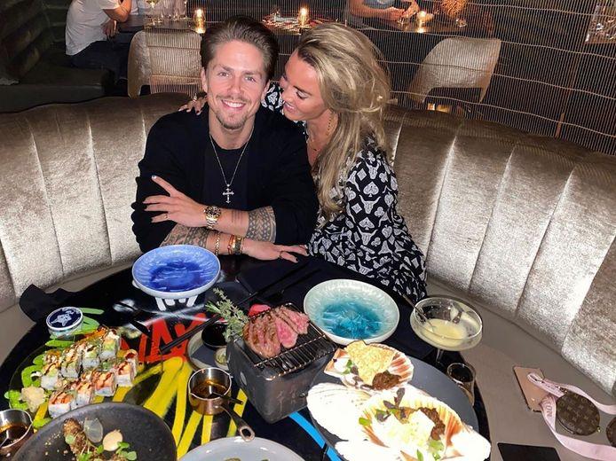 André deelde een romantische foto met Monique.