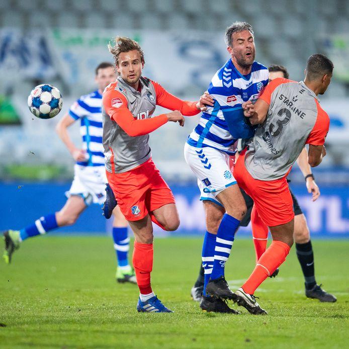Pieter Bogaers (l) zondag in actie met FC Eindhoven tegen De Graafschap (1-0 verlies)
