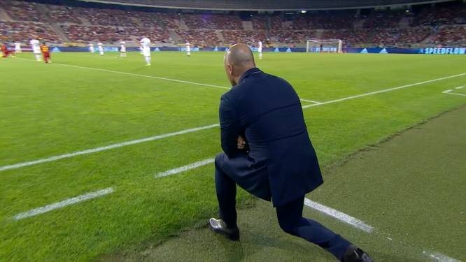 Opvallend: ook Roberto Martínez knielt voor aftrap tegen Tsjechië