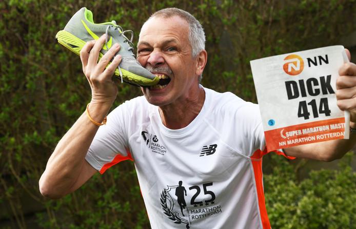 Veenendaal Dick Kers loop voor de 25x de Matathon van Rotterdam.