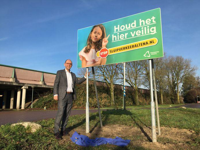 Wethouder Hans Tanis van Altena plaatste gaf in december de aftrap van een grote campagne om sluipverkeer te ontmoedigen. De VVD ziet dat anders.