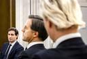 Wopke Hoekstra (CDA) kijkt naar Mark Rutte (VVD) en Geert Wilders (PVV) tijdens het NOS Radiodebat.
