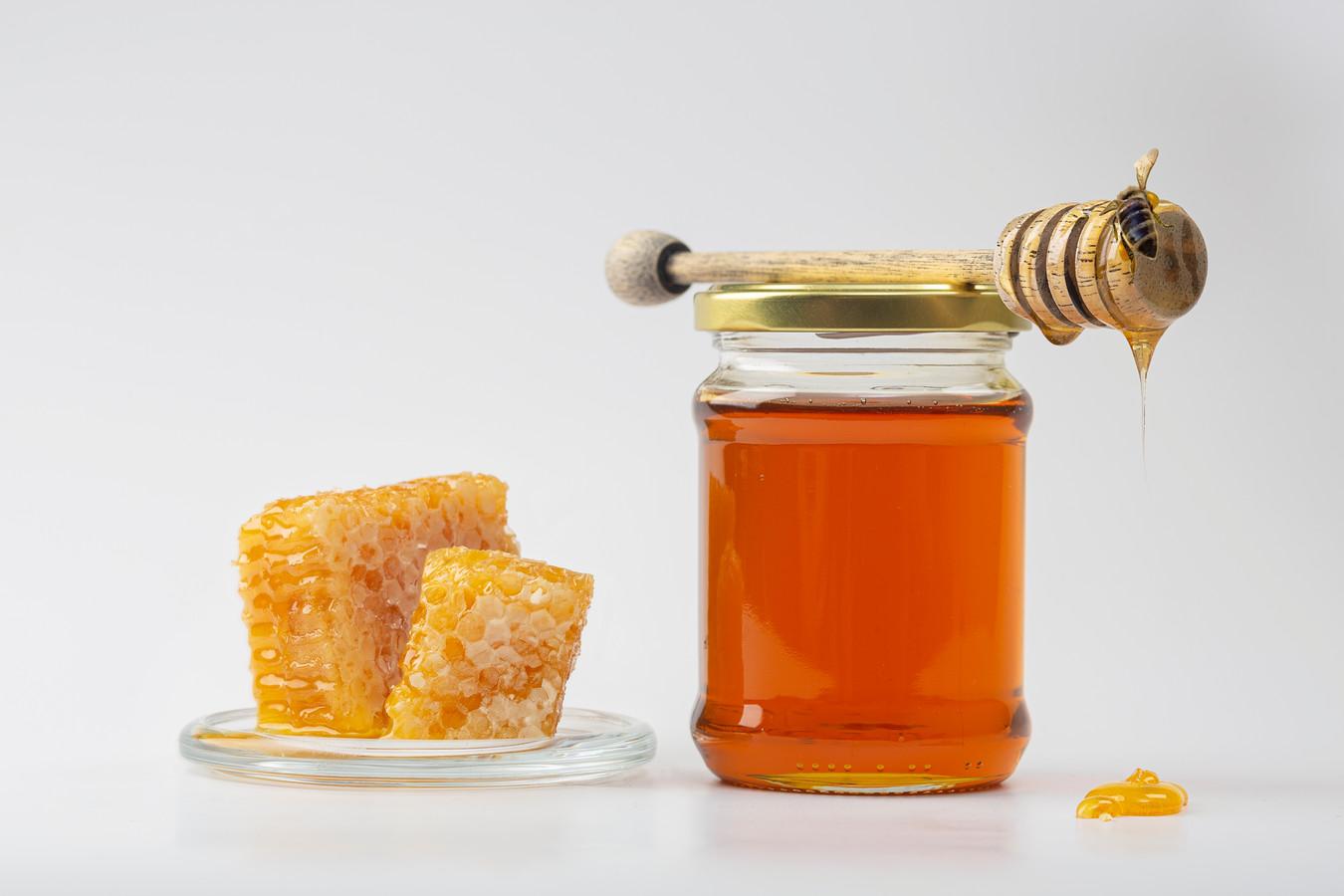 Honing wordt vaak gebruikt in huismiddeltjes.