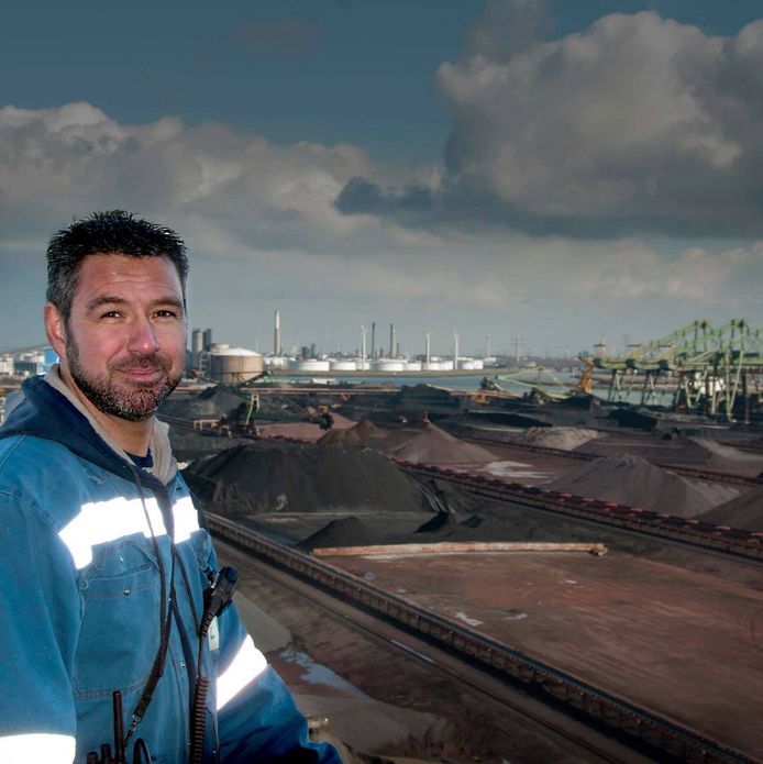 EMO-medewerker en FNV-kaderlid John Otte is boos over het kolenbesluit van de Rotterdamse gemeenteraad: ,,Ze pleuren de economie aan diggelen!''