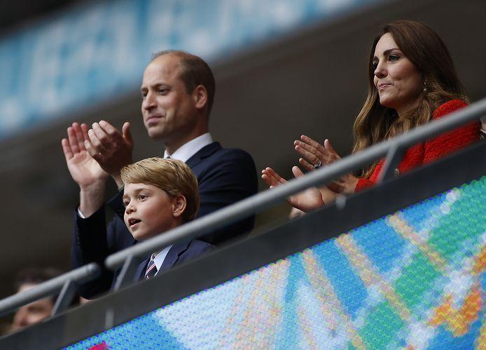 Prins George met zijn ouders tijdens het EK.