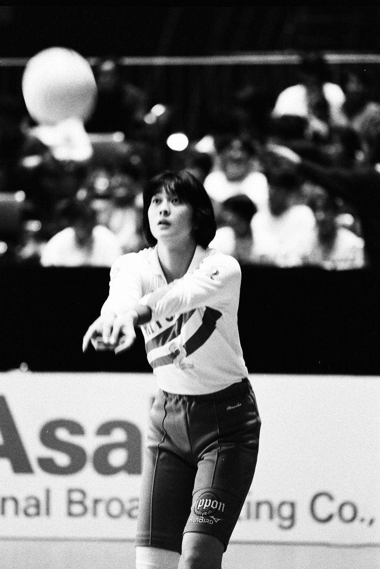 De Japanse volleybalinternational Naomi Masuko mocht tijdens haar carrière alleen 'ja' of 'nee' zeggen tegen haar coach. Voor emotie was geen plaats. Beeld The Asahi Shimbun via Getty Imag