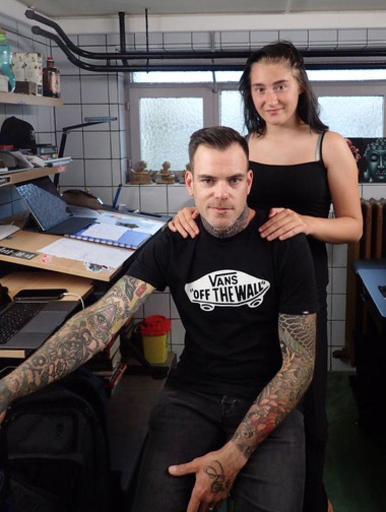Dieter opent zijn eigen tattoo-shop en ook dochter Dacha kreeg al een tattoo.