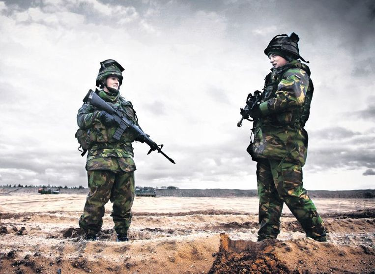 Militairen trainen op vliegbasis Soesterberg. Beeld Jeroen van Loon, Hollandse Hoogte
