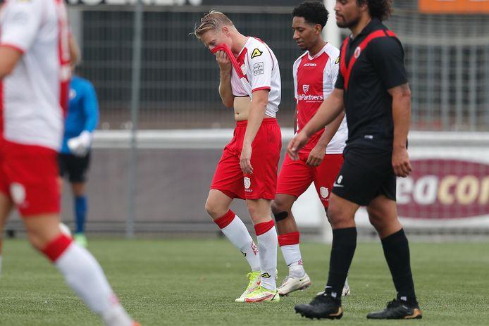 Phillipe van Arnhem verwerkt de teleurstellende middag tegen AFC. IJsselmeervogels zat geen moment in de wedstrijd.