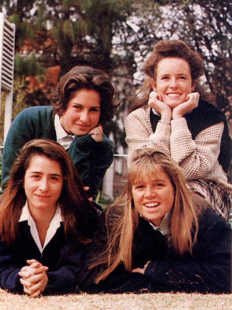 Máxima (rechtsonder) met een aantal vriendinnen. Rechtsboven Samantha, die ook in Nederland woont. Beeld Hollandse Hoogte / Benelux Press