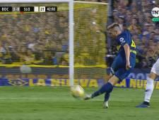 Speler Boca Juniors krijgt geel voor een 'rabona'