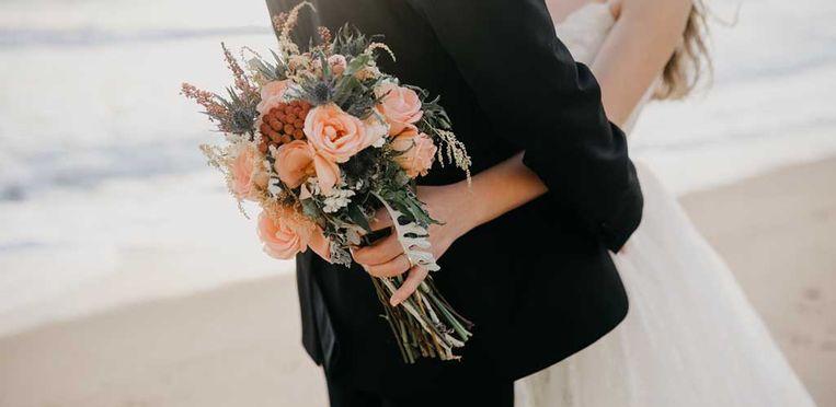 """Anne-Wil:  """"Al trouw je in een spijkerbroek, een bruid heeft een boeket."""""""