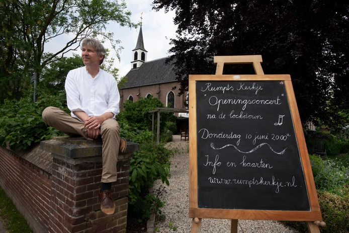 Bart van den Goorbergh bij het Rumpts Kerkje