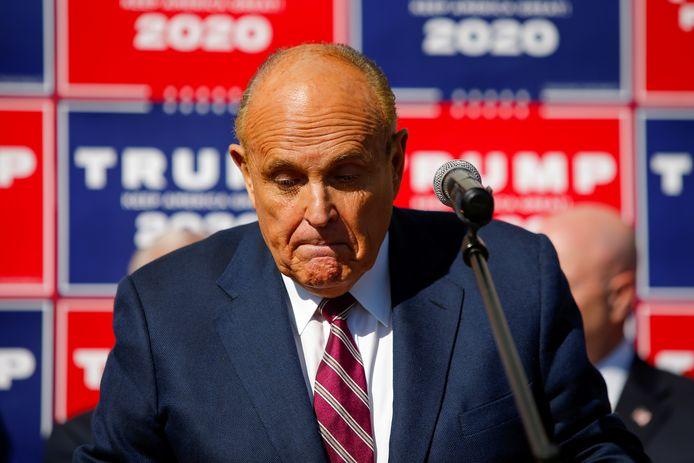 Trumps raadsheer Rudy Giuliani moest zelf gaan pleiten omdat andere advocaten hebben afgehaakt