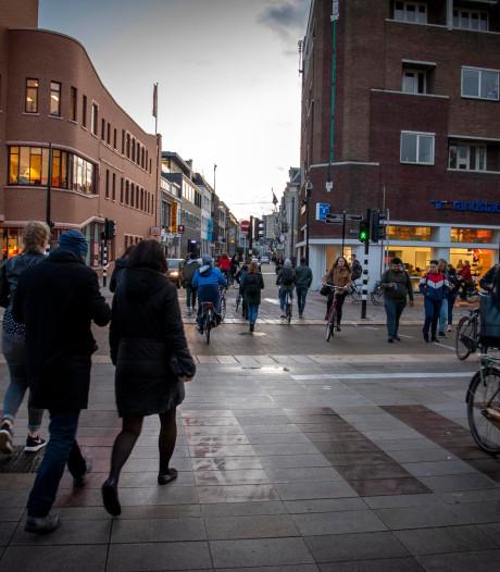 De 'vage' fietspaden bij station Tilburg: 'Echt een designfout' (poll)