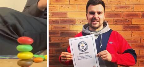 """Un ingénieur anglais empile cinq M&M's et entre dans le Guinness Book: """"J'ai toujours voulu un record"""""""