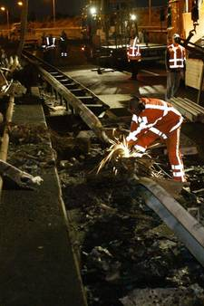Na nachtelijk ongeval weg mogelijk uren langer dicht in Oost-Brabant; politieteam Verkeersongevallen Analyse heeft personele problemen