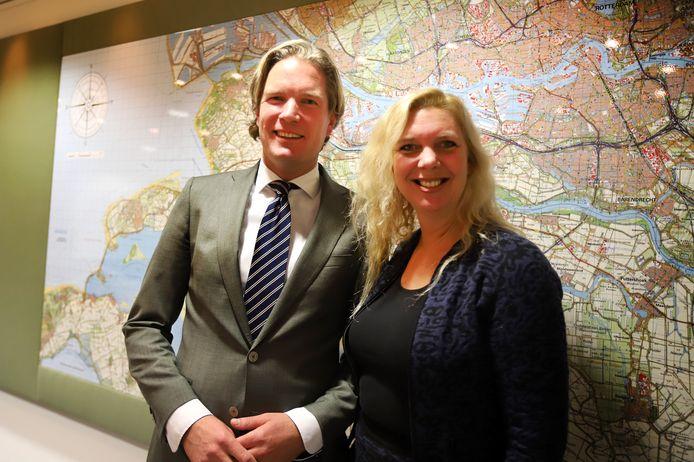 Foort van Oosten met zijn vrouw Daniëlle bij de eerste kennismaking met de media in Spijkenisse.