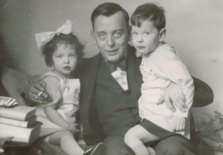 Margriet met haar vader, de hoffotograaf Frans Ziegler. Beeld Privéfoto