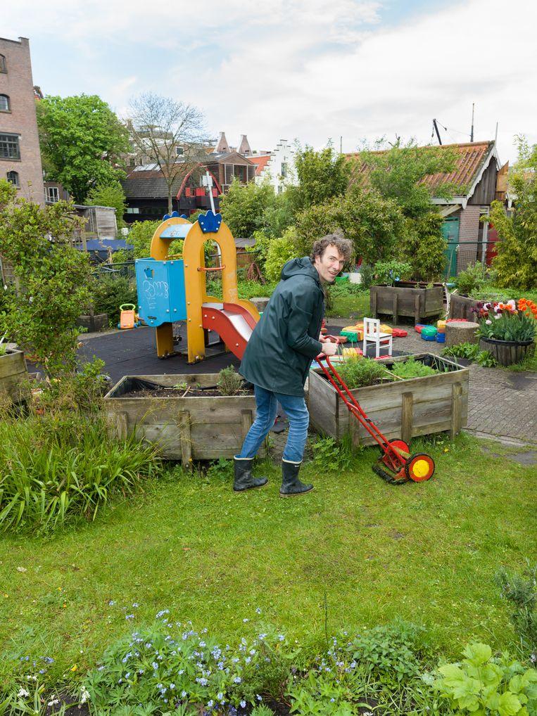 Maarten Woolthuis in de De Bickeltuin. Beeld Ivo van der Bent