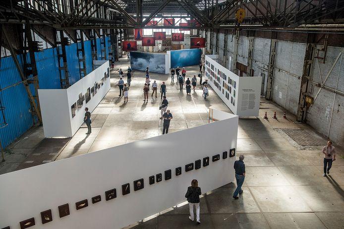 Kunst in het Havenkwartier: BredaPhoto in de oude fabriekshal van Backer en Rueb in 2018