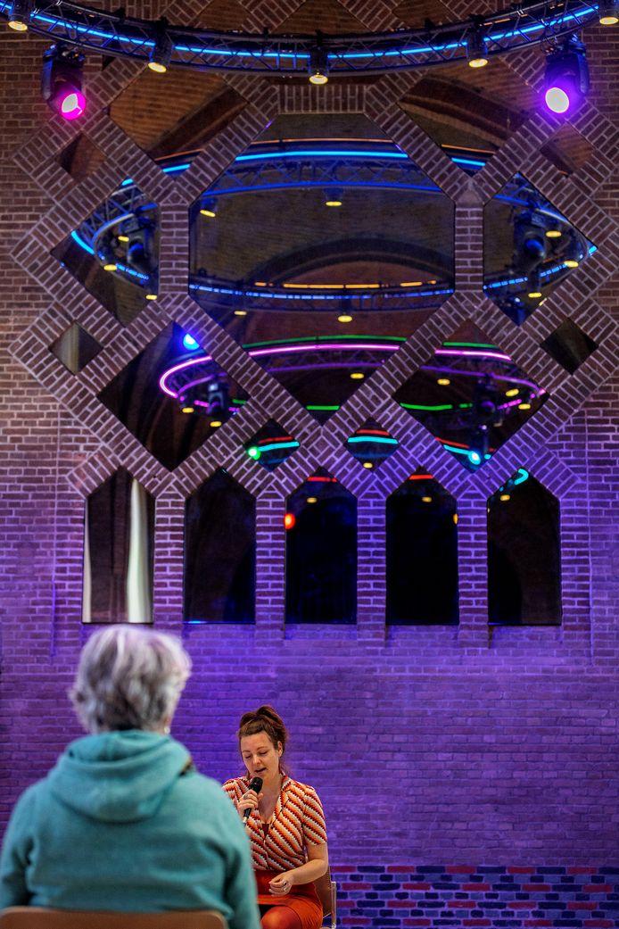 Wilbers aan het werk in de voormalige kapel in Domusdela in Eindhoven.
