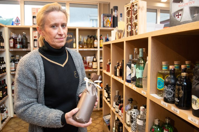 """""""Ze hebben me nog een fles gin doen inpakken, maar ik vertrouwde hen niet en stuurde ze weg"""", vertelt Veronique Vanclooster van wijnhandel Collin."""