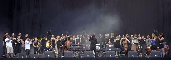 Het Kyteman Orchestra in vol ornaat.