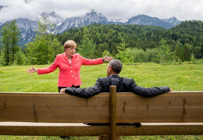 Angela Merkel praat met haar Amerikaanse collega Barack Obama tijdens de G7-top in het Beierse Krün